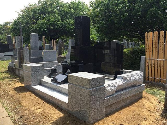 和風の墓石